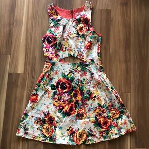 Dresses & Skirts - Floral abstract dress
